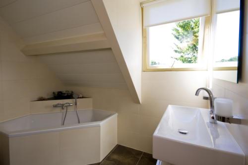 Lamellen Plafond Badkamer : Aluminium plafonds voor badkamer keuken en woonkamer